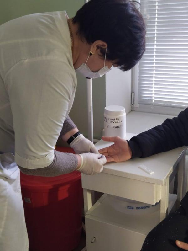 Тестування за допомогою медичного фахівця